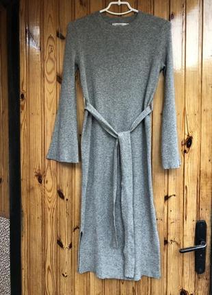 Теплое платье в рубчик с разрезами по бокам moussy, новое!