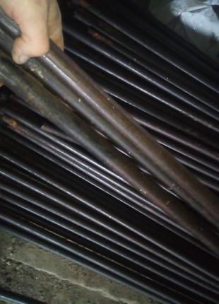 Труба металева 25 мм, б.в. стінка 2,5 мм. довжина 2,5 м, є чимало