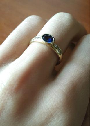 Золотое кольцо с синим сапфиром и бриллиантами, 750 проба