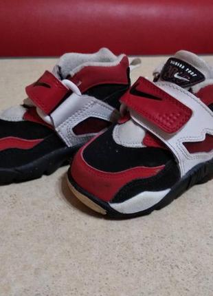 Детские  брендовые кроссовки nike, оригинал по стельке 11 см.