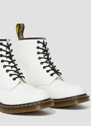 Ботинки dr. martens белые smooth leather original