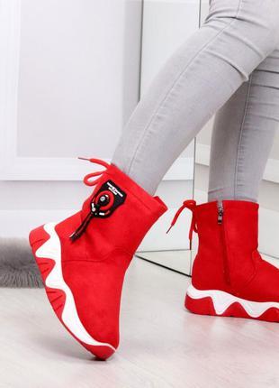 Красные зимние ботинки на молнии