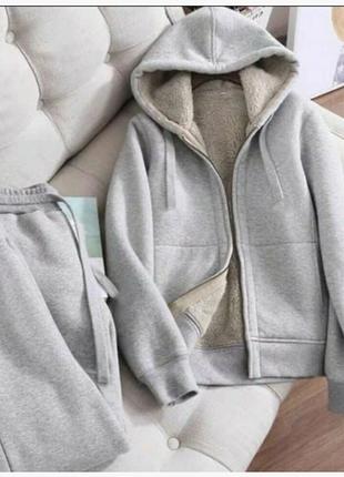 Зимний теплый костюм с мехом