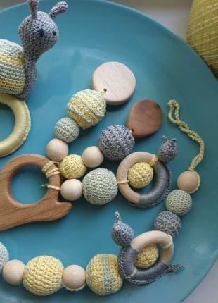 Деревянные грызунки, слингобусы, вязаные игрушки