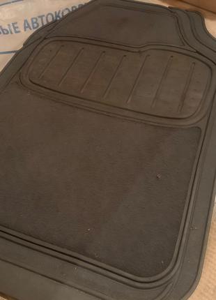 Универсальные автомобильные резиновые коврики