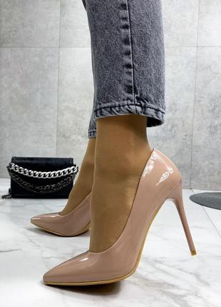 Лодочки женские лаковые туфли бежевые на шпильке lobutan