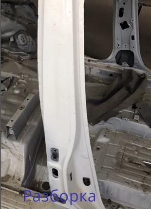 Стойка кузова центральная правая Nissan Leaf 13-17 G6570-3NFMA