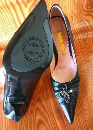 Новые черные туфли. лодочки на шпильке