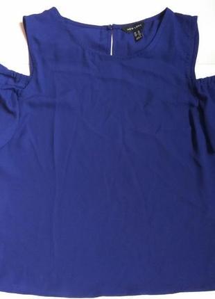 Блузка с открытым плечами