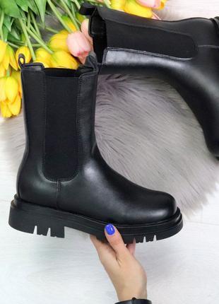 Женские стильные зимние ботинки.