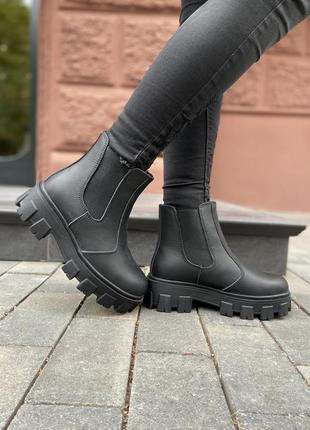 Короткие зимние ботинки на платформе (челси на овчине)