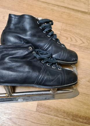 Мужские черные советские кожаные прогулочные коньки 42 размера