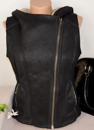 Брендовая черная жилетка дубленка косуха с капюшоном и кармана...