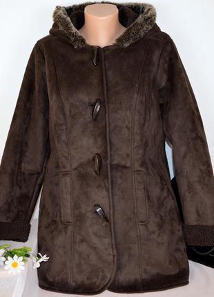 Брендовая коричневая дубленка с капюшоном и карманами bm этикетка