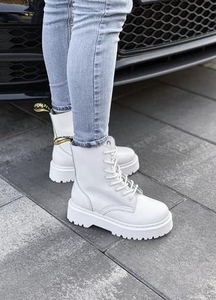 Меховые ботинки dr martens женские белые