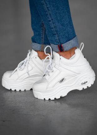 Крутые женские кроссовки на платформе