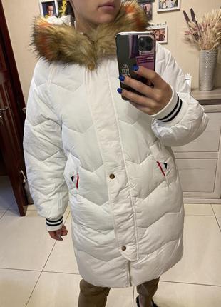 Фирменная зимняя куртка белого цвета с эко мехом, пуховик зима
