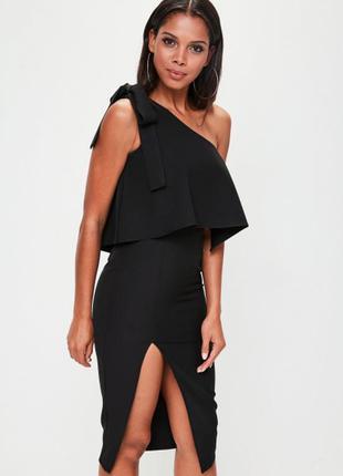 Базовое платье с воланом на одно плечо
