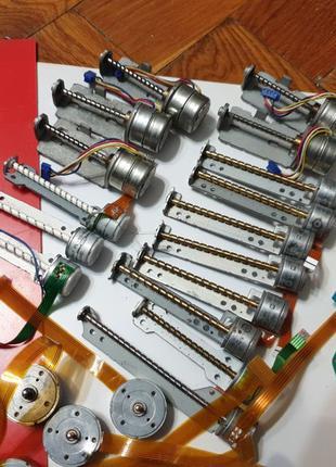 Электродвигатели постоянного тока. Шаговые двигатели. Безколек...