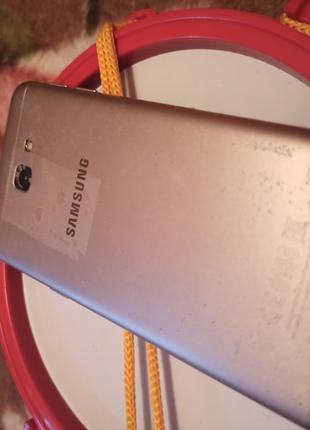 Телефон Samsung Gelaxy J5