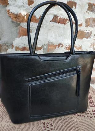 Черная сумка с ручками на плечо