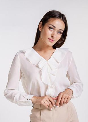 Шифоновая блузка с длинными рукавами и рюшами