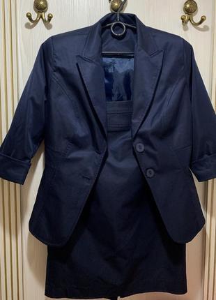 Синий женский офисный костюм пиджак юбка миди