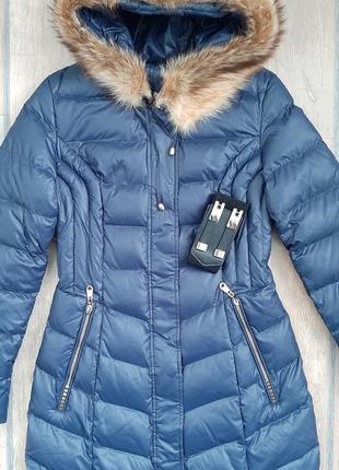 Удлиненная женская зимняя куртка с капюшоном и натуральным мехом