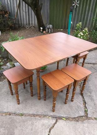 Новый стол и 4 табуретки