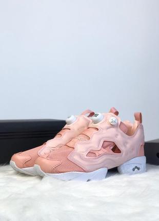 Розовые женские кроссовки reebok insta pump