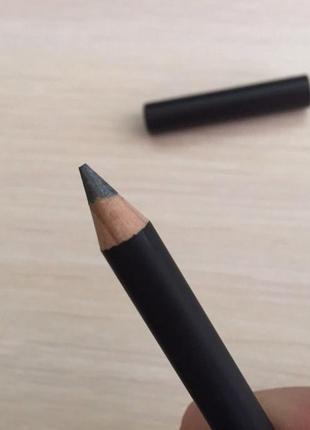 Олівець для очей сірий, серый карандаш для глаз.