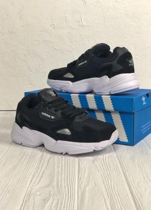 Черно-белые кроссовки adidas falcon