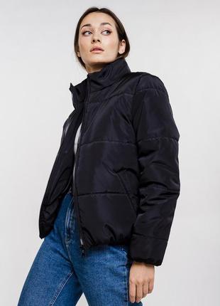 Короткая стеганая куртка женская