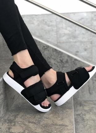 Черно-белые сандали босоножки adidas adilette