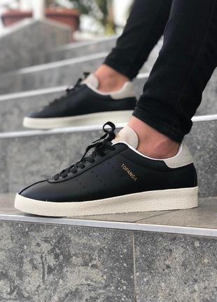 Черно-белые кроссовки унисекс adidas topanga