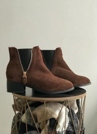 Замшевые зимние ботинки с мехом