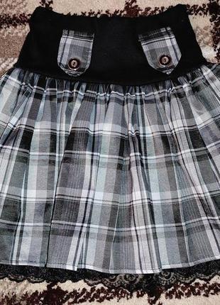 Лёгкая юбка на подкладке.