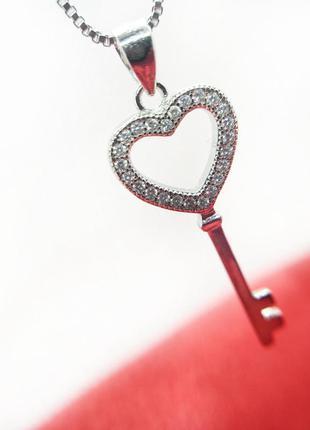 Серебряный кулон с цепочкой в форме сердца с цирконами родиров...