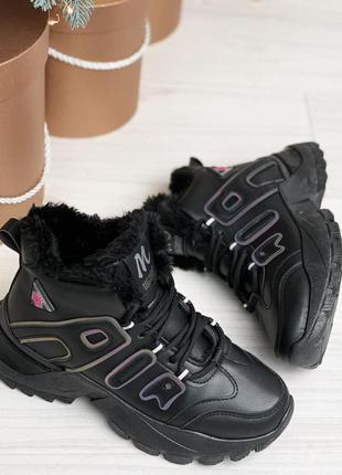 Стильные черные зимние кроссовки