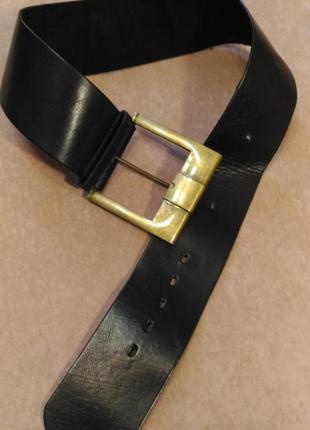 Широкий пояс для верхней одежды чёрного цвета