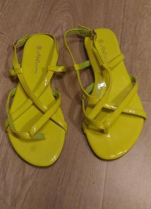Босоножки яркого лимонного  цвета, шлёпки шлёпанцыр.38