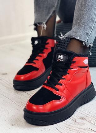 Женские зимние стильные кроссовки.