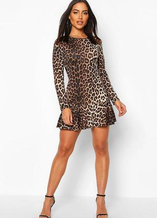 Платье короткое с леопардовым принтом и длинными рукавами от b...