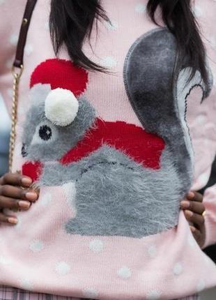 Бомбезный пудровый свитер с белкой 3д детали с-м