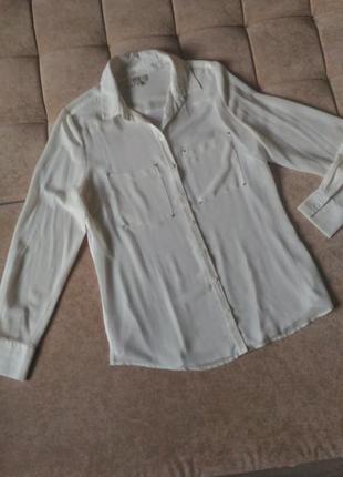 Белая школьная  шикарная блузка с заклёпками на  карманчиках р...
