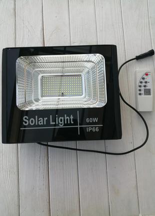 Светодиодный прожектор на солнечной батарее 60W