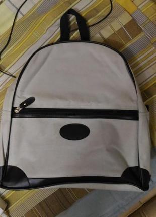 Городской рюкзак серого цвета