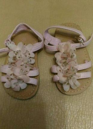 Босоножки для маленькой принцессы нежно-розового цвета