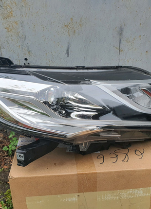 Фара правая Mitsubishi Pajero Sport 2018 8301C836
