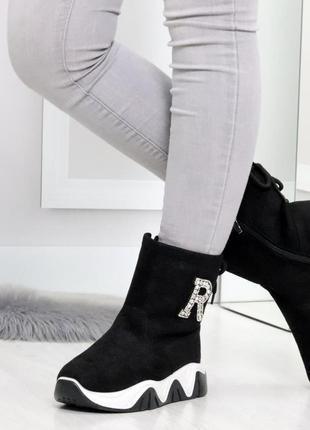 Повседневные черные женские замшевые зимние ботинки с декором ...